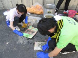大学生ボランティアによる洗浄活動